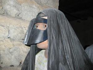 La máscara de hierro, femenina. Museo de Dubai.