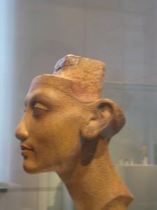 La belleza, pese a todo, existe (Arte egipcio. Museo de Berlín).