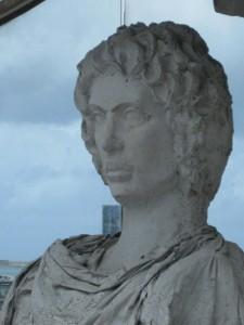 Alejandro, perplejo, contempla la actual Alejandría (Egipto).