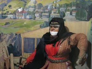 La mordaza femenina de un traje tradicional. Armenia, museo folklórico.