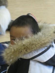 Adivina lo que estoy pensando. (Niño esquimal. Ártico).