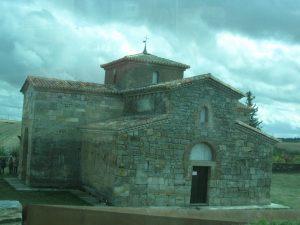 Vista de San Pedro de la Nave, salvada de las aguas como Moisés.